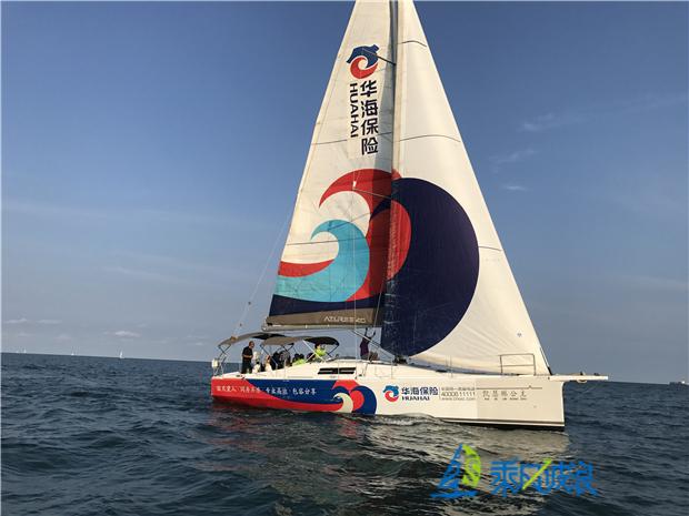 碧海蓝天,扬帆起航,乘风破浪青岛帆船拓展与精英团队一起强势出海!  参与者制定制定专属海上拓展方案,与精英团队携手一起,开启青岛帆船拓展海上奇幻之旅。  多艘世界级运动型大帆船,以保证安全为基础的青岛帆船拓展,给你尽情驰骋的机会。  专业随船教练,让团队迅速掌握基本帆船驾驶技术,尽情操作帆船掌舵、转向。体验帆船拓展无与伦比的享受。  除此之外,专业随船摄影师随时记录动手操作、欣赏海上美景的的每个瞬间,使体验者有明星般尊贵体验。  纵横驰骋无垠大海,乘风破浪帆船专属帆船拓展方案,给团队带来耳目一新的新感觉!